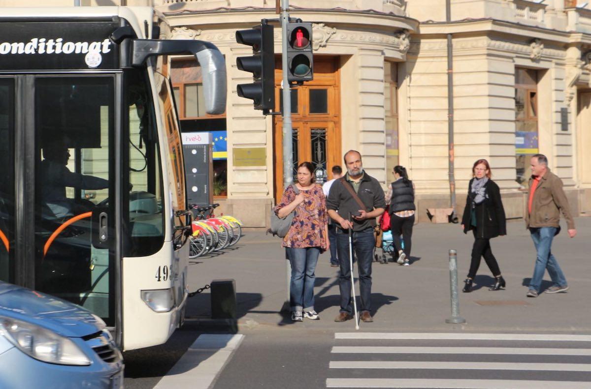 Accesibilizăm mijloacele de transport in comun pentru nevazatori